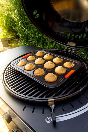 Muffins bakken met de gasbarbecue Gomera Black HLS® van SunsetBBQ