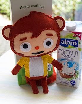 Mr. Coco van Alpro naast een fles alpro coconut