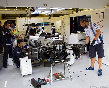 Pitbox Williams Martini Racing en monteurs