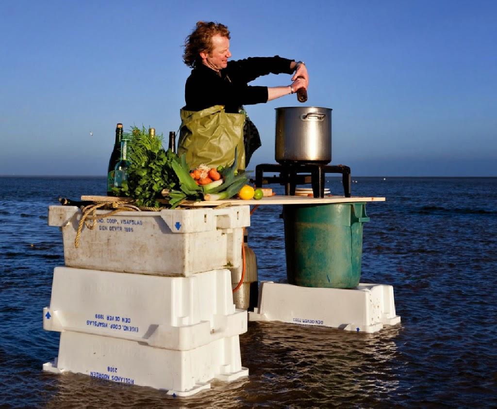 Bart van Olphen aan het koken op zee