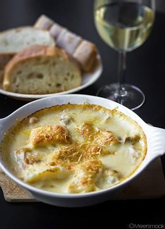 Ovenschaaltje met gegratineerd Oostends vispannetje, brood, witte wijn