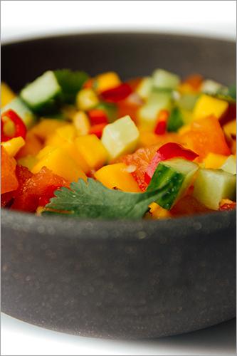 Sambal gehaktballetjes met mango- & koriandersalsa