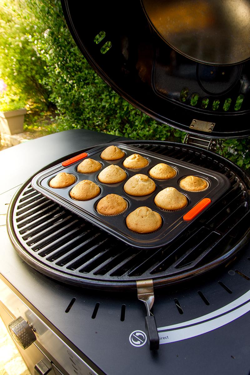 Muffins bakken met de gasbarbecue